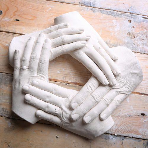 moulage-creation-platre-alginate-cinq-mains-adultes-famille